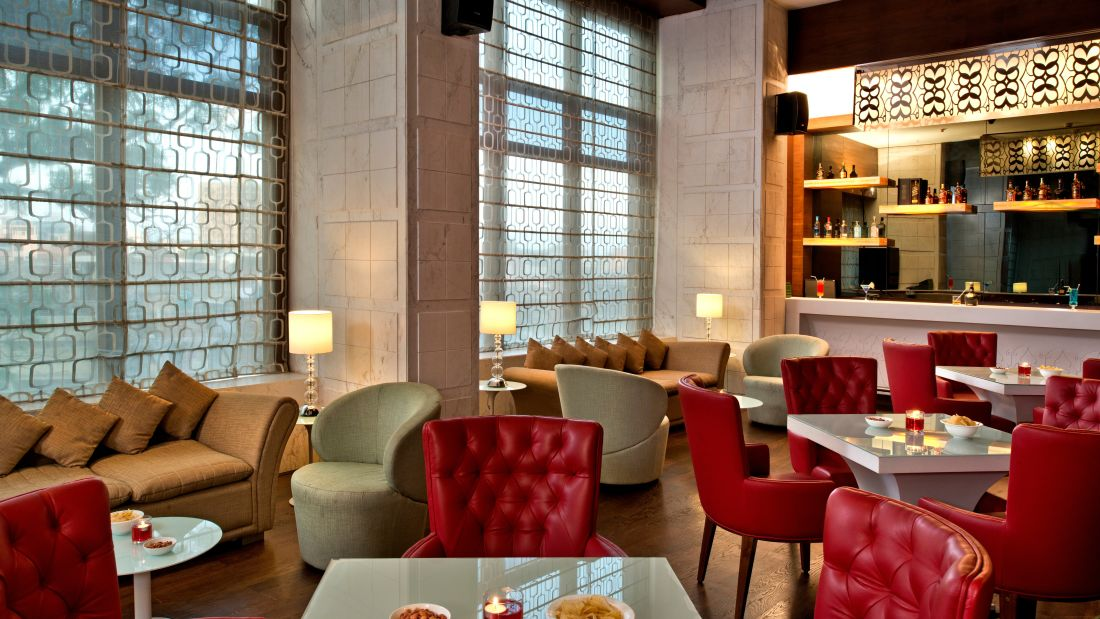 Coffee shop in Lucknow, Golden Tulip. business hotel in Lucknow