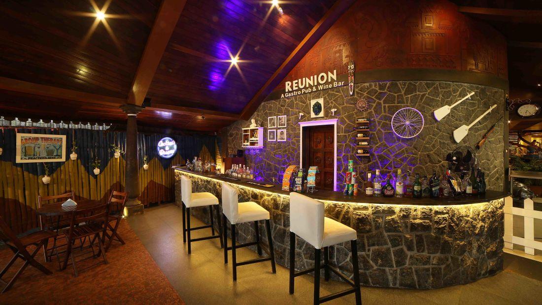 Reunion Bar 1