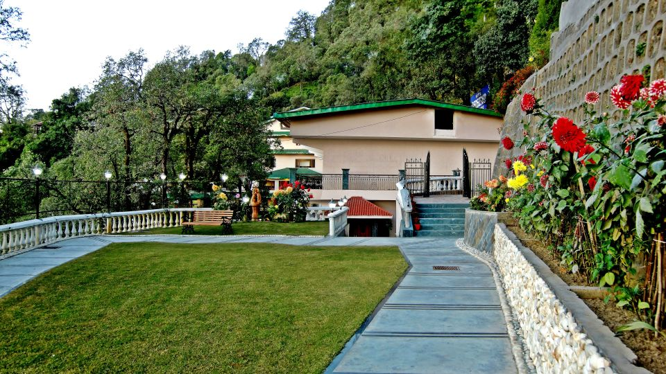 Front lawn at our hotel in Mussoorie, Hotel Madhuban Sarovar Portico, Mussoorie