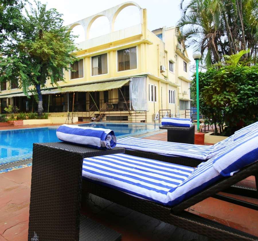 alt-text Swimming Pool Zara s Resort Khandala Hotels near Lonavla Railway Station 9