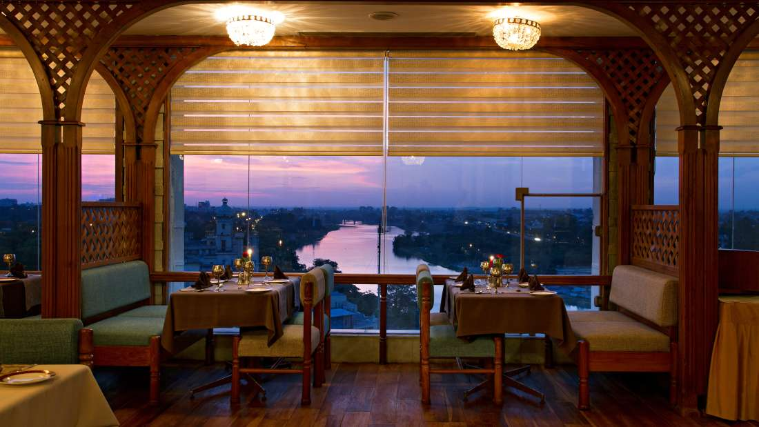 Restaurant at Clarks Avadh, hotel near gomti river in Lucknow, Luknow Hotel