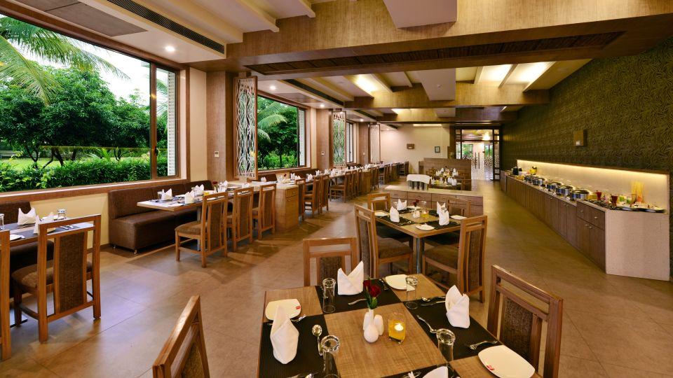 Best Restaurants in Sasan Gir, Multicuisine Restauarant in Sasan Gir, Sarovar Portico, Sasan Gir