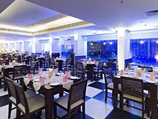 Clarks Avadh, hotel near gomti river in Lucknow, Luknow Hotel