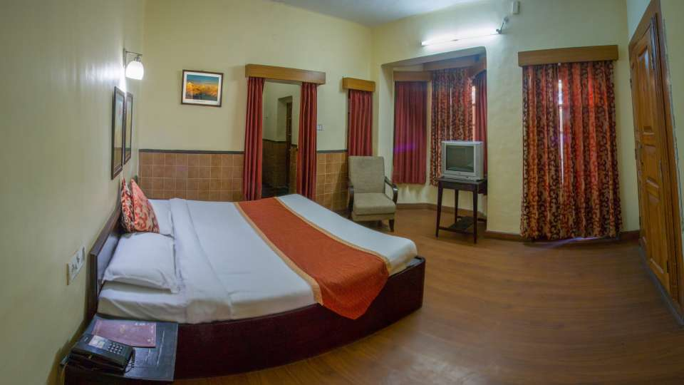 Suites in nainital, garden facing heritage suite, The pavilion Hotel 7