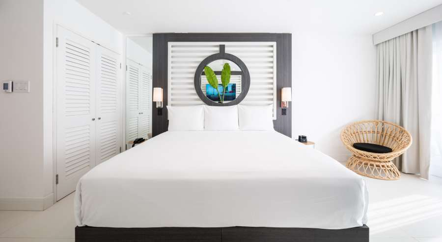 alt-text Ocean View Junior Suite King, S Hotel Jamaica, Accommodation in Montego Bay 3