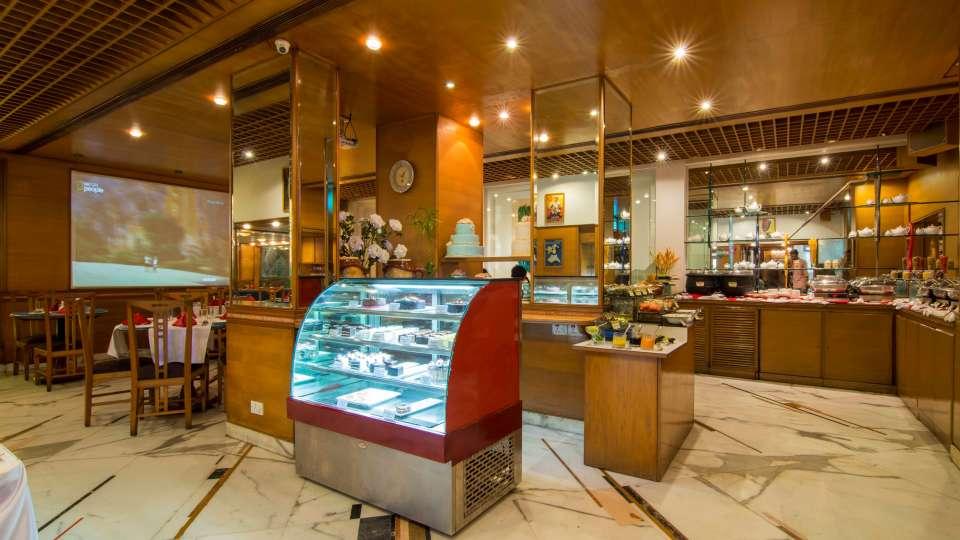 Flavors Restaurant  Cafe5, The Ambassador hotel Mumbai, Restaurant near Marine drive 516