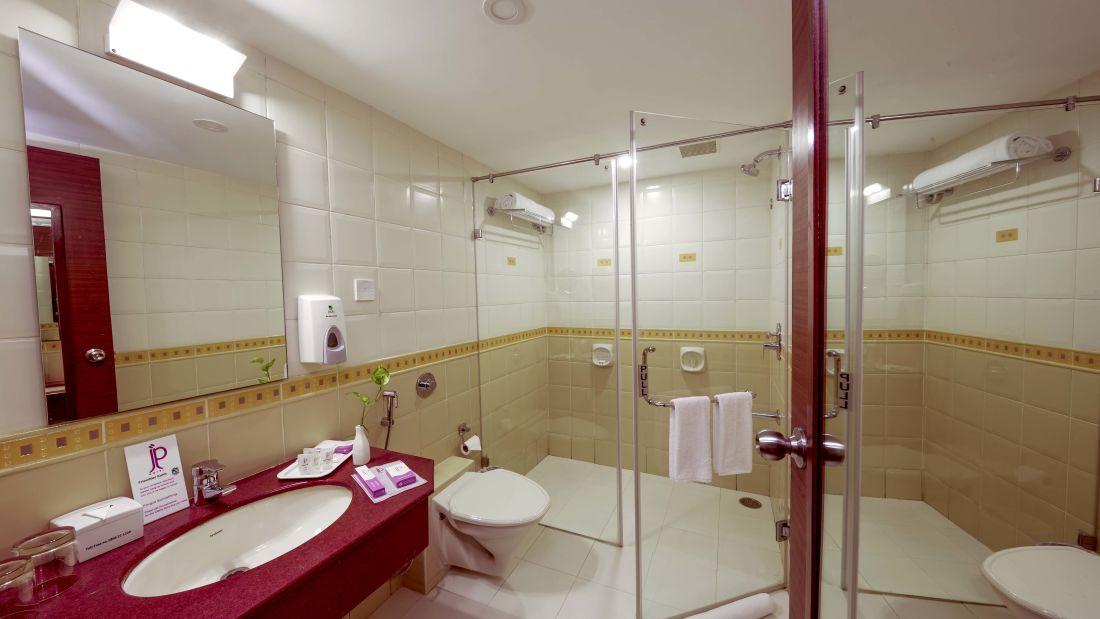 JP Hotel in Chennai Executive Bath