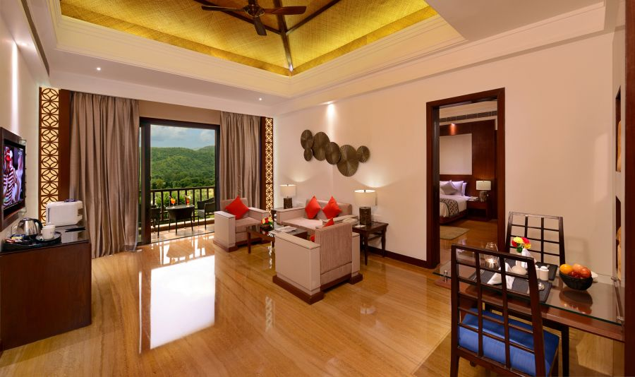 alt-text jr-suite-living-room 31011080333 o