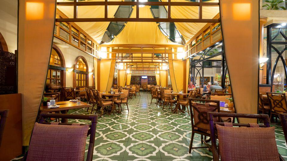 Restaurant in Vile Parle, Orchid Hotel Mumbai Vile Parle, Hotel Near Mumbai Airport 123