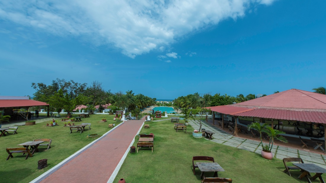 Swimming pool at Chariot Beach Resort in Mahabalipuram 1
