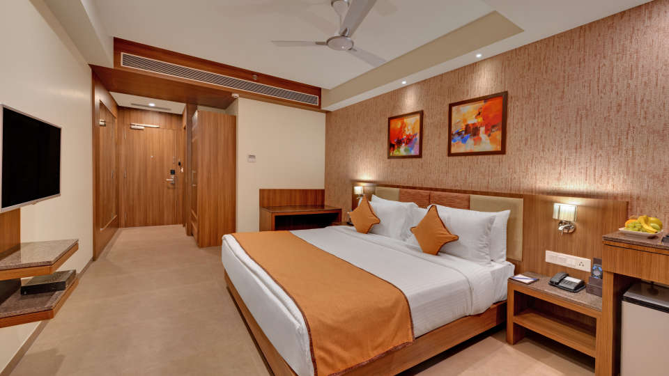 Deluxe Double Bed at Anaya Beacon Hotel in Jamnagar 1