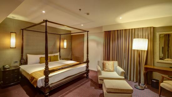 Hotel Z Luxury Residences, Juhu, Mumbai  Mumbai pent house bed1