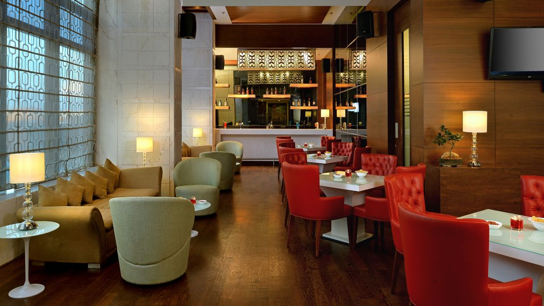 Bar, Golden Tulip, Business hotel in Lucknow