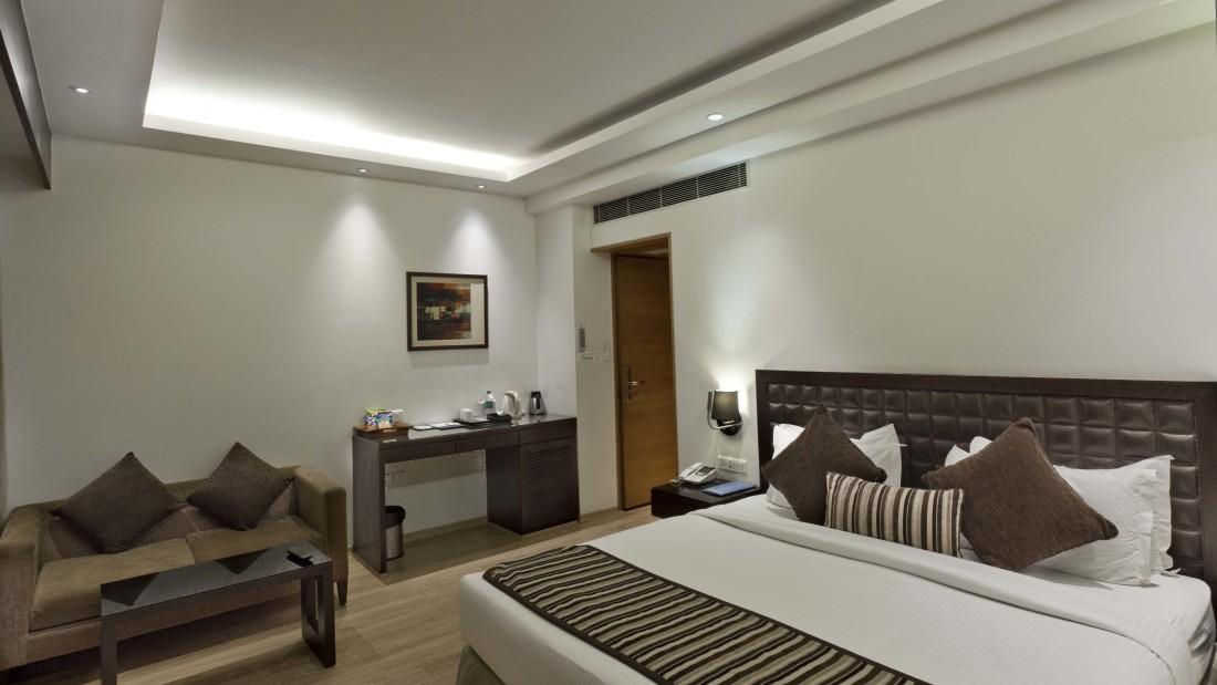 Superior Room - Hotel Saket 27 New Delhi - Hotels in New Delhi 4