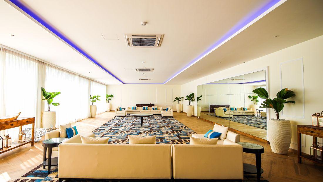 Lakeside Lounge 12