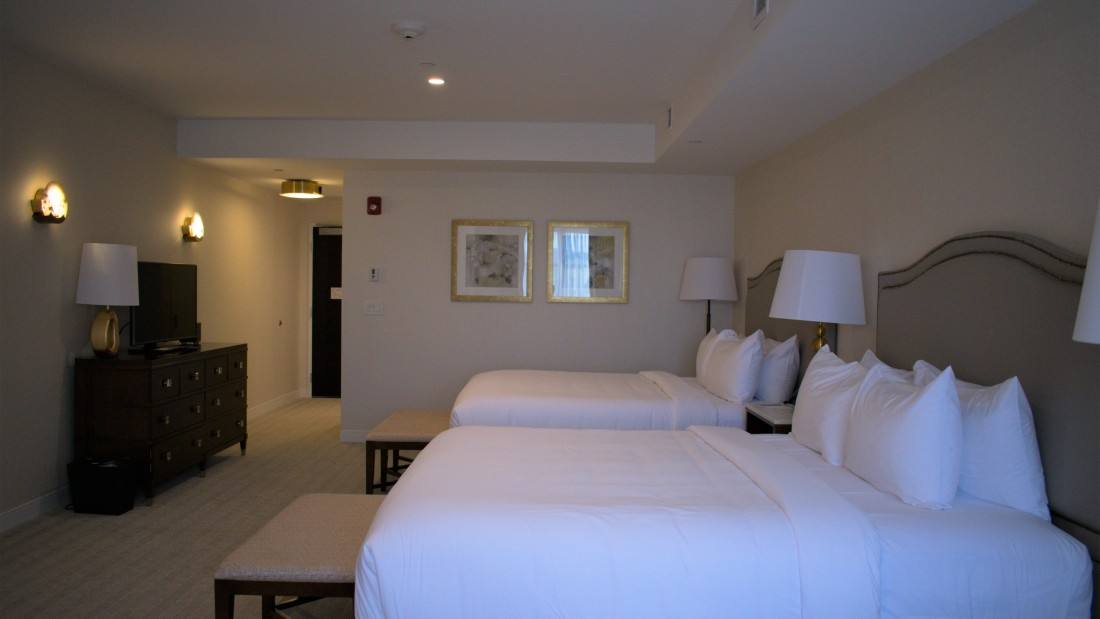 Catskills Accommodation, YO1 Health Resort, Lakeview Double King Room 2