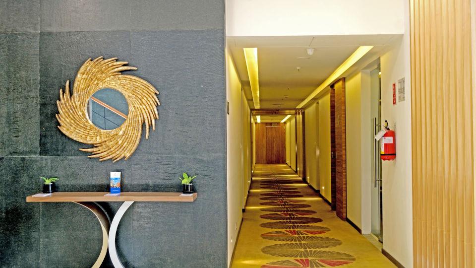 12 Rooms corridor