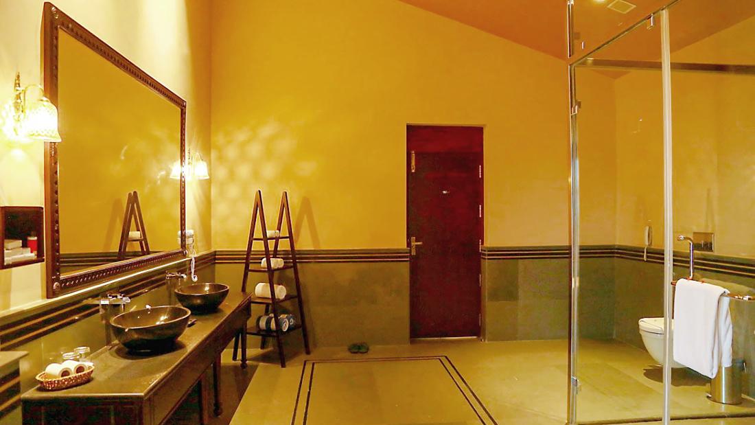 Presidential Suite 1st Bathroom 2