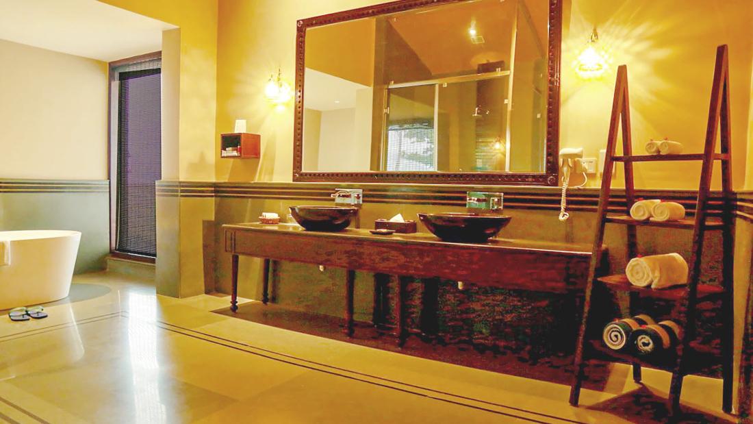 Presidential Suite 1st Bathroom 3