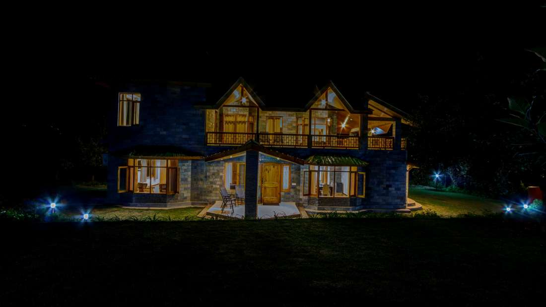Baragarh Villa Kullu Facade Nighview Baragarh Villa Kullu Himachal Pradesh
