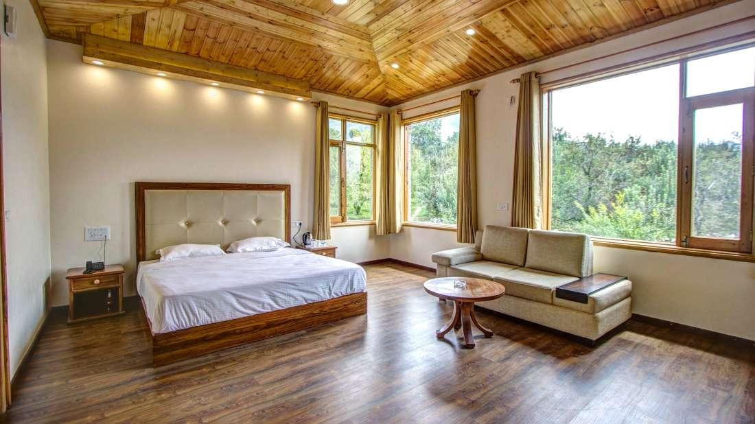 Baragarh Villa Kullu Royal Suite Room Baragarh Villa Kullu Himachal Pradesh