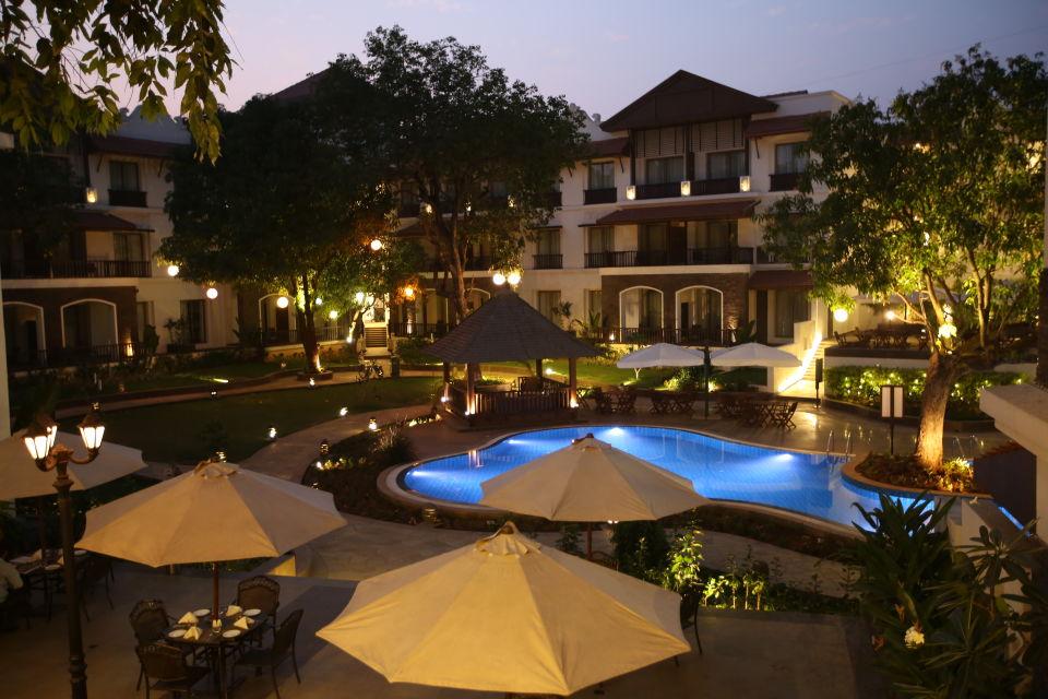 24 Courtyard - Evening 1