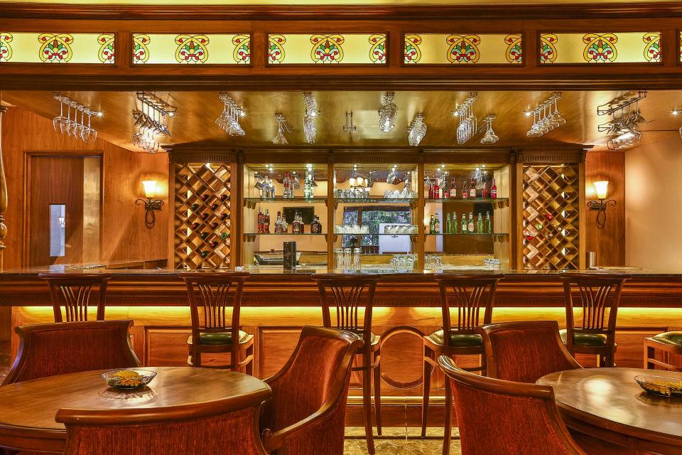 28 Cedar Lounge 1