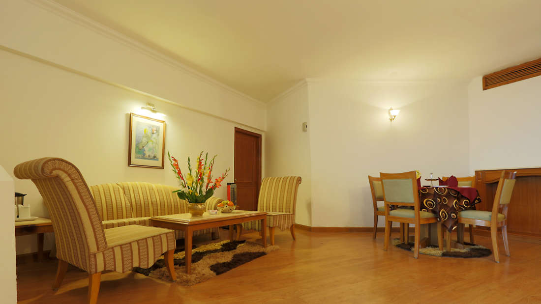 Kufri Holiday Resort Luxury Suite 3
