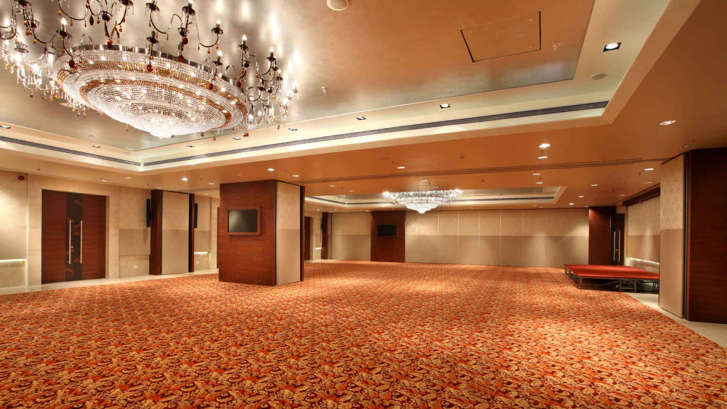 Banquet hall at Mahagun Sarovar Portico Vaishali, best hotels in vaishali 1