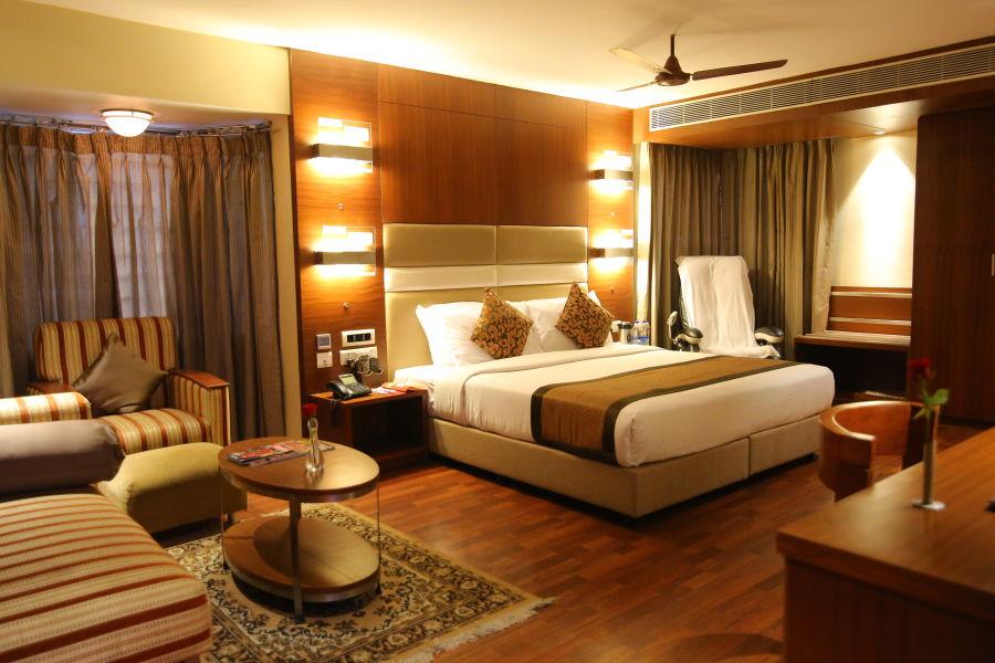 alt-text Platinum Suite at Hotel Daspalla Vishakhapatnam 4