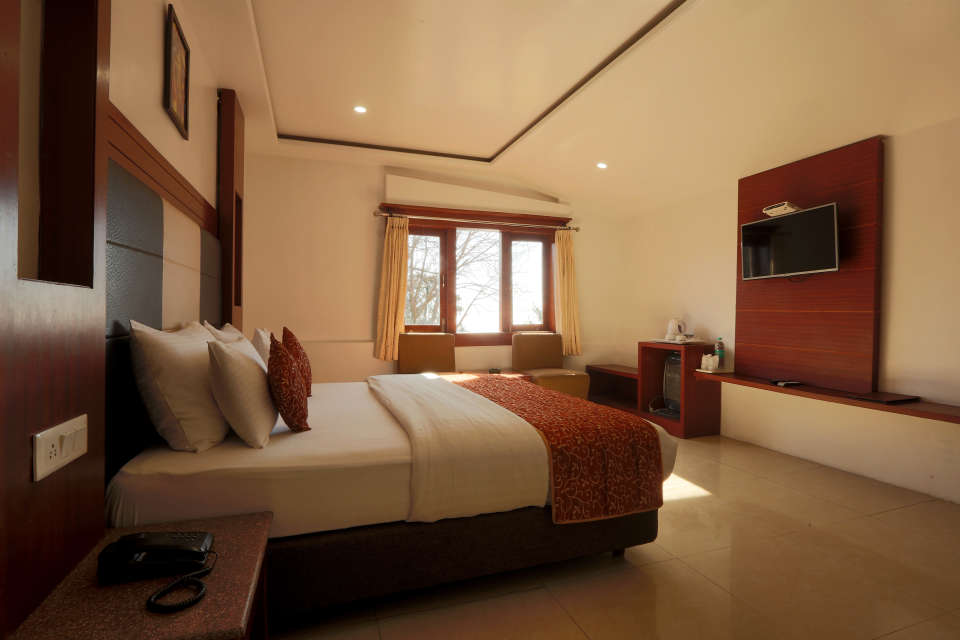 Deluxe Room with garden view at Alps Resort Dalhousie 12