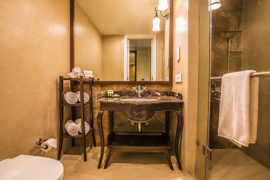 alt-text 5 Cypress Suite - Bathroom