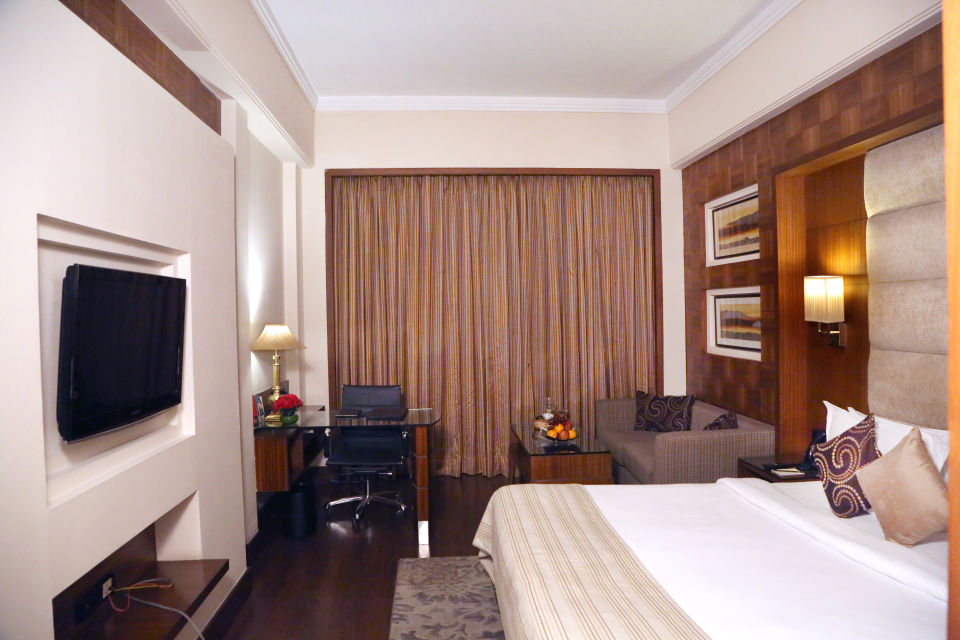 BOB 7071Premium Rooms at The Bristol Hotel Gurgaon, Rooms Near Sikanderpur Metro Station 4