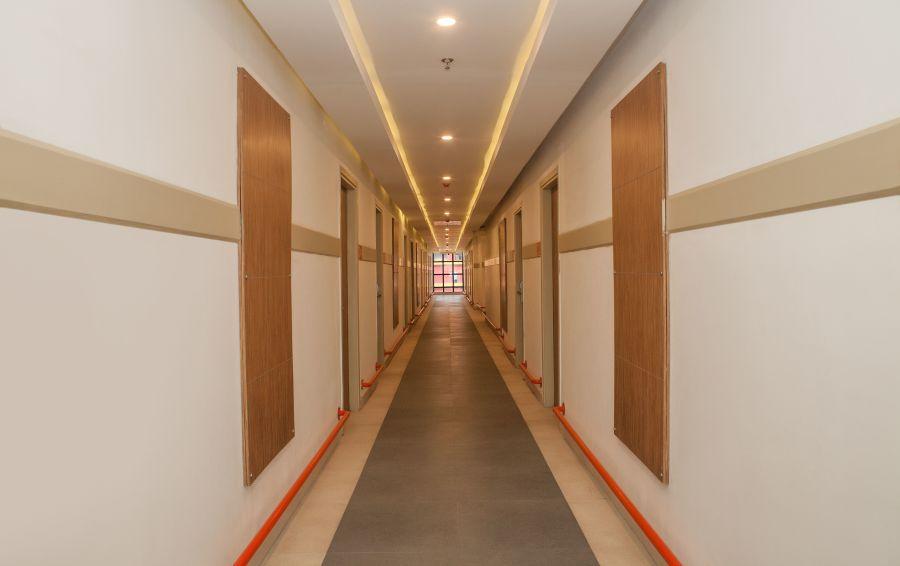 alt-text Corridor Hotel Polo Max Jabalpur