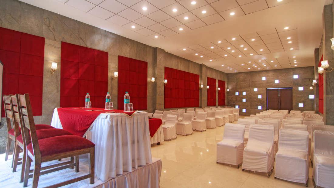Banquet Hall Hotel Devraj Niwas Jaipur 4