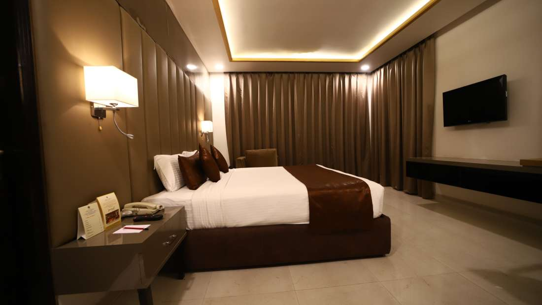 BEDROOM SUITE 2