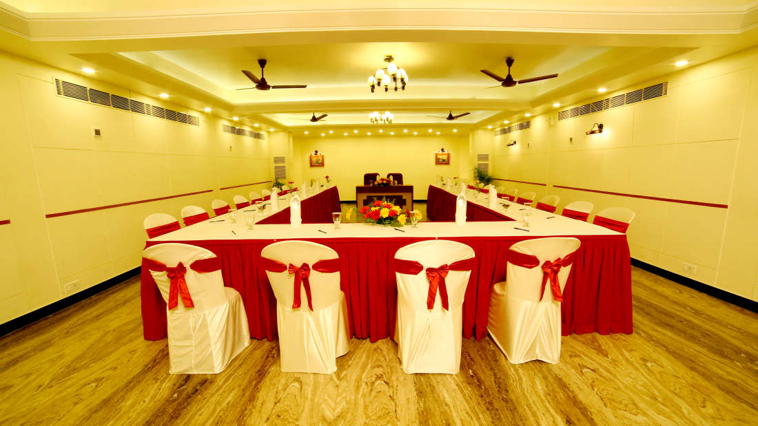 Executive Club at Hotel Reviera Suites Kochi 2