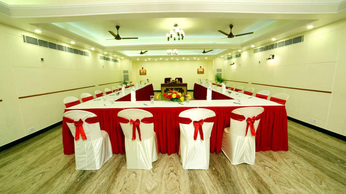 Executive Club at Hotel Reviera Suites Kochi 3