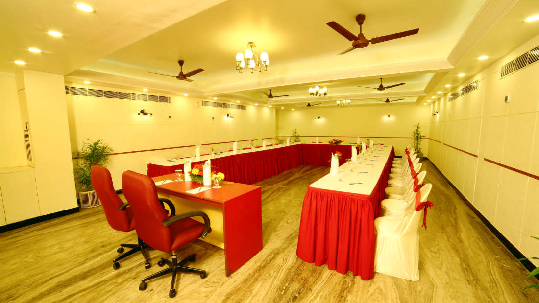 Executive Club at Hotel Reviera Suites Kochi 4