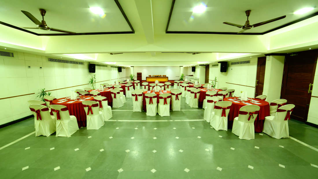 Kings Court - Banquet at Hotel Reviera Suites Kochi 10