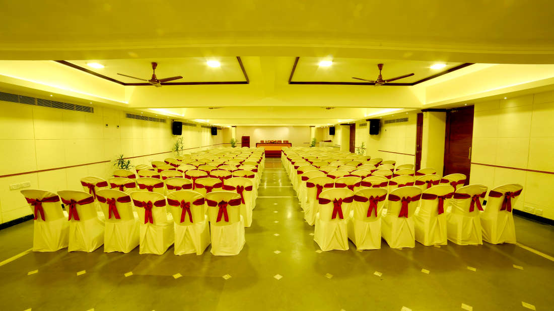 Kings Court - Banquet at Hotel Reviera Suites Kochi 2