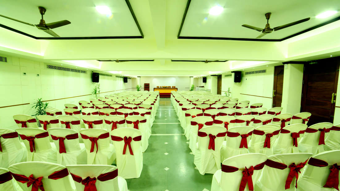 Kings Court - Banquet at Hotel Reviera Suites Kochi 3