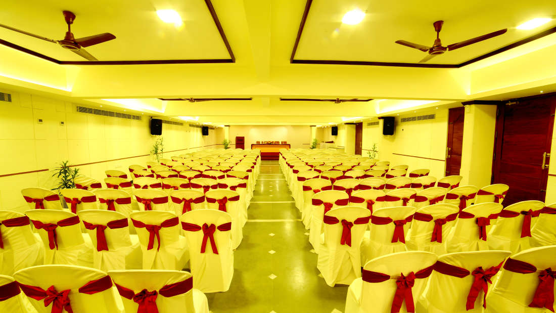 Kings Court - Banquet at Hotel Reviera Suites Kochi 4