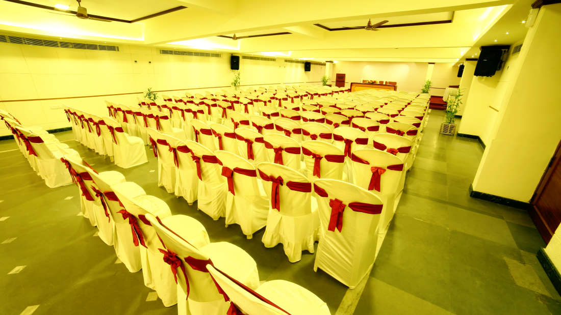 Kings Court - Banquet at Hotel Reviera Suites Kochi 5