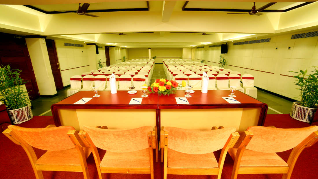 Kings Court - Banquet at Hotel Reviera Suites Kochi 7