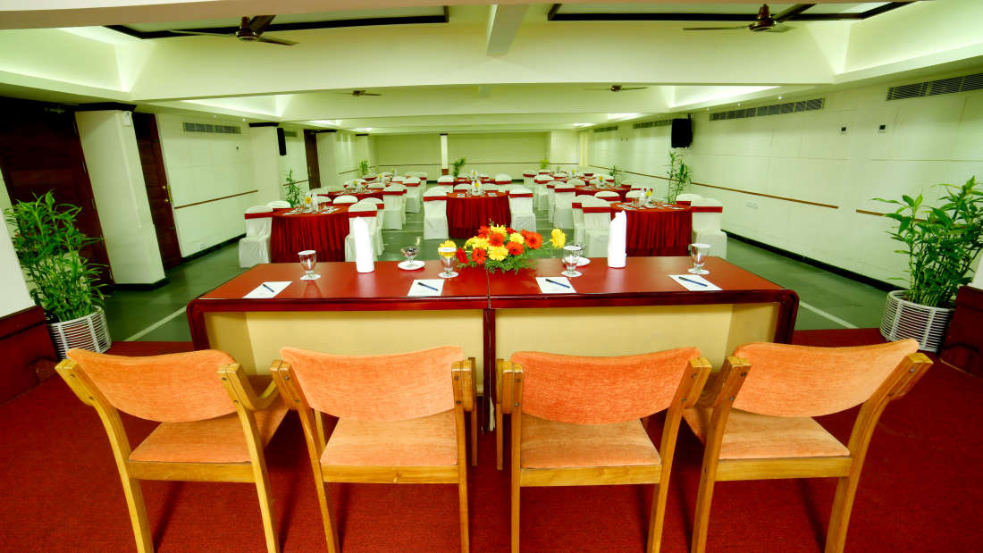 Kings Court - Banquet at Hotel Reviera Suites Kochi 8