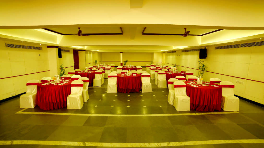 Kings Court - Banquet at Hotel Reviera Suites Kochi 9