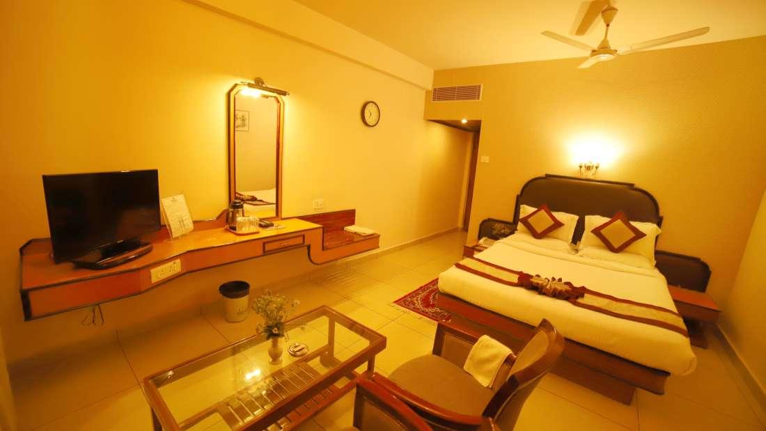 Double Deluxe, Hotel Sindhuri Park, Budget hotel in Tirupati