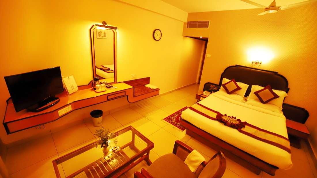 Double Deluxe, Hotel Sindhuri Park, Budget hotel in Tirupati-12