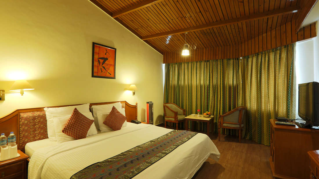 Kufri Holiday Resort Luxury Suite 1